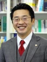 山岡 嗣也弁護士
