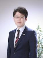 鹿室 辰義弁護士