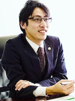 横江 利保弁護士