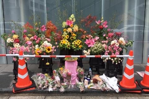 7月11日、元セブンオーナーは遺体で見つかった 店の跡地には献花台