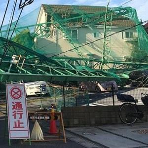 台風でゴルフ練習場の鉄柱が民家直撃、「天災なので補償なし」は法的に妥当?
