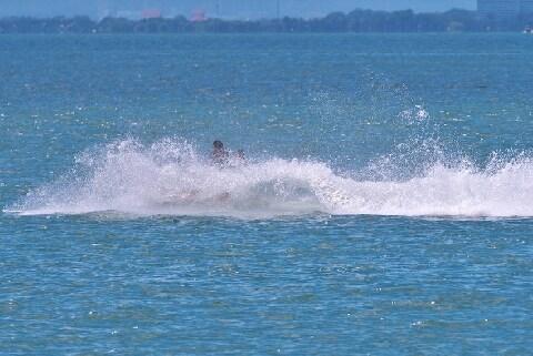 「沖合」に女性連れ出し、頬なめて逮捕…水上オートバイで「監禁」が成立する理由