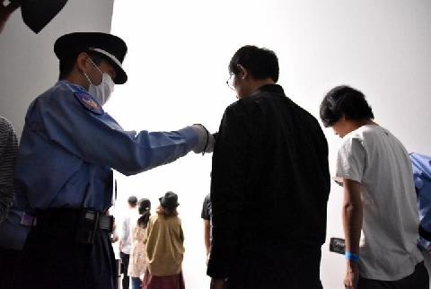 不自由だらけの「表現の不自由展」 金属探知機で厳戒警備、外では河村市長の抗議行動