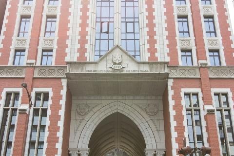 慶應大アメフト部が「無期限休部」 風呂の盗撮や動画共有、どんな犯罪?