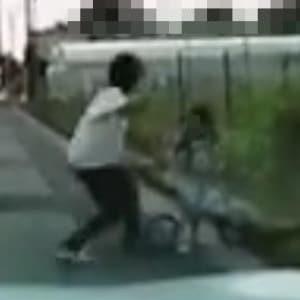 道路に飛び出した子どもに「平手打ち」、親のしつけ? それとも虐待?