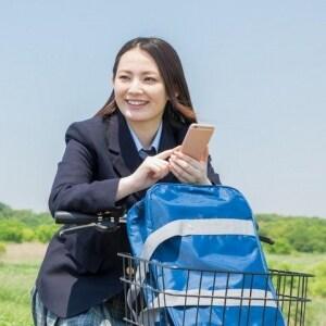 スマホ見ながら自転車事故、女子高生が書類送検…賠償金が「1億円」規模になるケースも