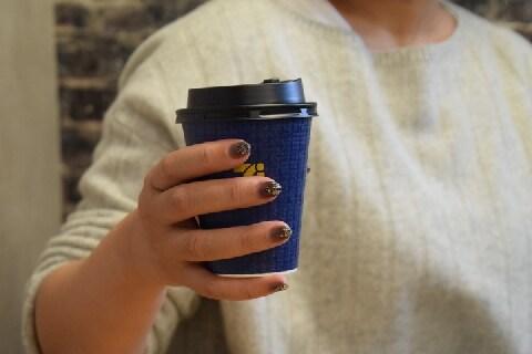 「コンビニコーヒー」多く注いだ男性、なんで立件されないの?