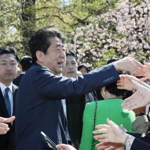 「桜を見る会」名簿のバックアップデータ…菅官房長官「行政文書に該当しない」→専門家「当たりうる」