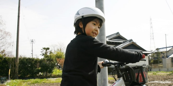 小学生、自転車ヘルメットを「大人も友だちもかぶってない!」と拒否…法律はどうなってる?