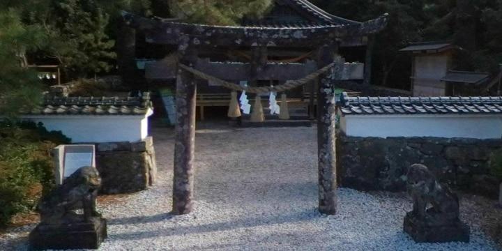 トラブル続出で「外国人の参拝禁止」を決めた神社が話題…「一律対応」に懸念も