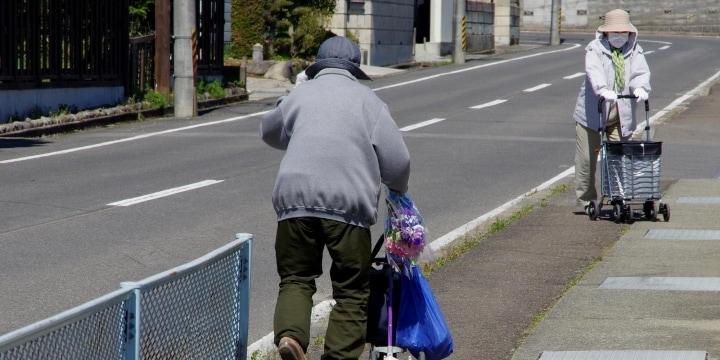 「歩行者は右側通行でしょ」老婆が激怒、そんな法律あった? 「路上のルール」を確認してみた