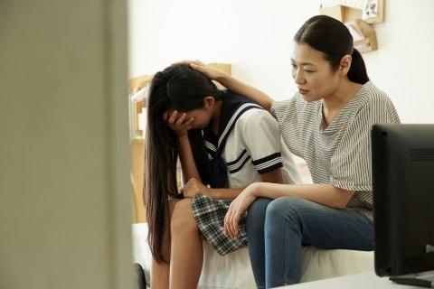 父が自殺、原因は家にやってきた不倫相手…子どもから慰謝料請求できる?