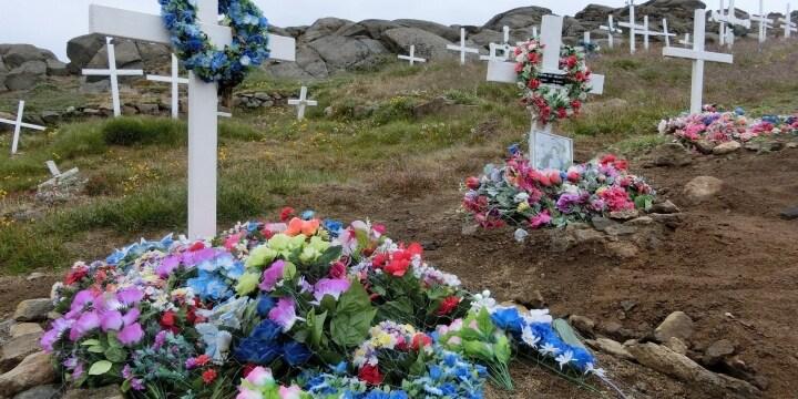 「土に還りたい」火葬ではなく「土葬」を希望する声…禁止されているって本当?