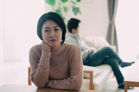 コロナで「夫婦関係」にも余波 在宅勤務で「夫源病」が再発した妻、離婚はできるのか
