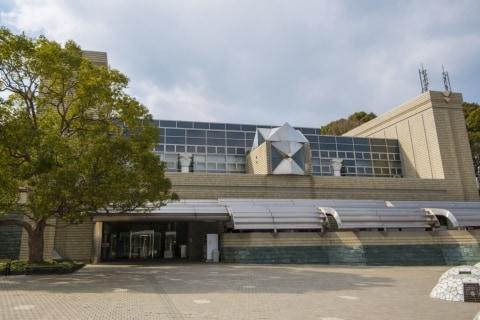 徳島県立図書館「県外からの来館お断り」で批判、図書館界「理念に反する」「根拠薄い」