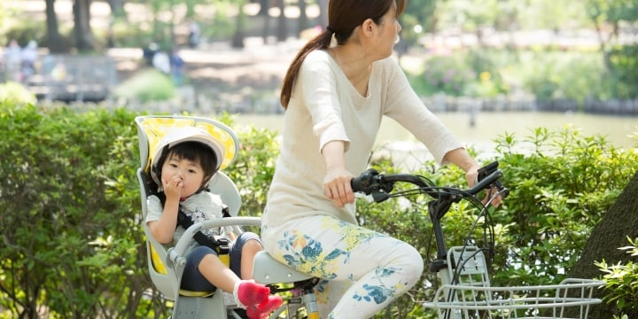 「なんで避けないの」歩道走るママチャリ、通行人と接触し激怒…悪いのはどっち?