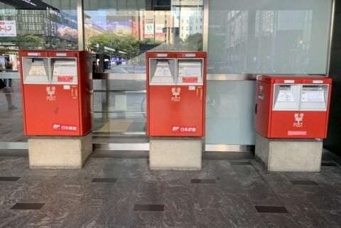 都会の珍スポット、一見ムダな「横並び郵便ポスト」の謎を追え! 3本並びは超レア