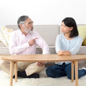 「おまえに金は渡さない」娘に相続放棄を迫る父親…生前に手続きできるの?