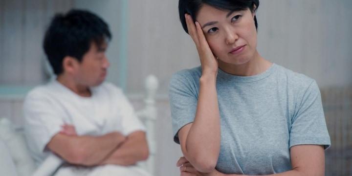 夫の過去の不倫、10年以上も責め続ける妻 「延々と説教してしまう」と苦悩も