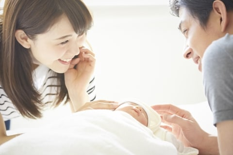 男性の「産休制度」新設の動き…「収入減」「マイナス評価」懸念をどう払拭する?