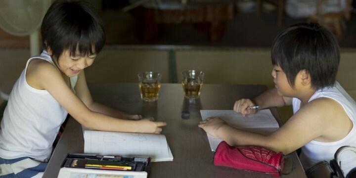今年の夏休みも「宿題代行」が話題 ポスター1万5千円、作文3千円…法的には問題ない?