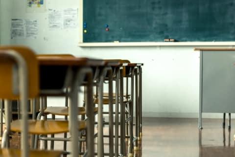 女性教師がキス強要、男性教師が男子生徒を全裸に…あとを絶たない学校での「性暴力」