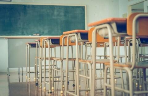 過労で寝たきりに、元小学校教諭「突然、多くを奪われた」 9年かかった労災認定も晴れぬ思い
