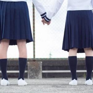 なぜ女子中高生の「自殺」が増えた? マスコミ報道の影響「ウェルテル効果」も背景に