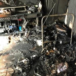 中国製バッテリーで自宅火災…被害男性、アマゾンを提訴  「巨大プラットフォーム」の責任問う