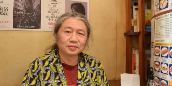 新宿の「エアポケット」を死守して30年、名物カフェ「ベルク」店長の経営哲学