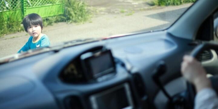 車にはねられた女児「大丈夫です」→1万円渡して立ち去る…これも「ひき逃げ」なの?