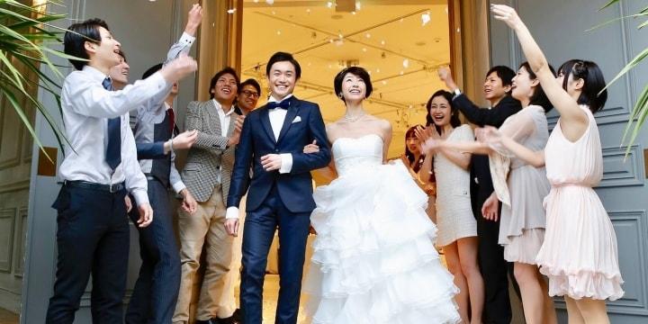 披露宴の余興で全裸、涙の花嫁「私の結婚式が台無しに…」 慰謝料とれるか?