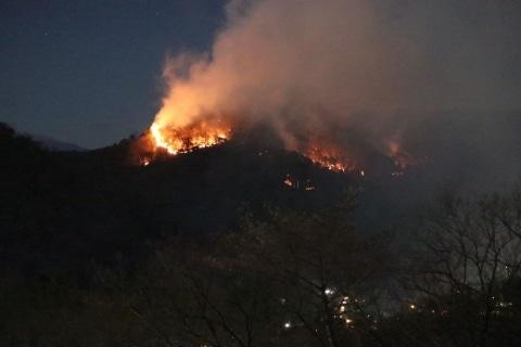 足利の山火事、原因が「火の不始末」だったら責任どうなる? 鎮火の見通したたず