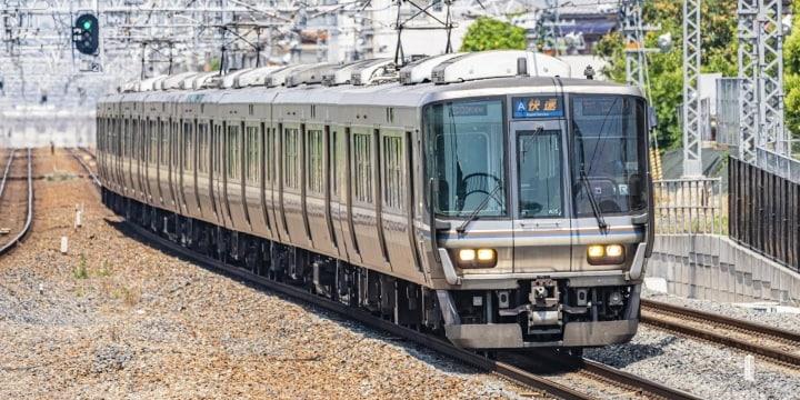 電車飛び込み死亡、窓ガラス突き破り「乗客」巻き添え…鉄道会社は「責任」を負うの?