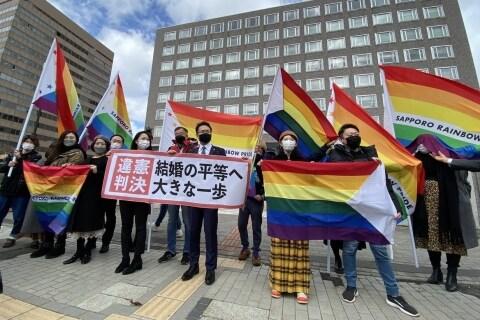 同性婚の不受理、初の違憲判断に「一生忘れられない瞬間」 原告や弁護団にあふれた涙