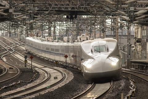 新幹線の「ディズニー的」異空間、迷惑「撮り鉄」もブロック 起源は1964年東京五輪