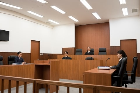 東京地裁の怪異「天井から響くラップ音」、敗訴した弁護士の「霊」のしわざ?