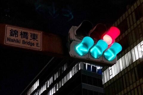 赤信号なのに(←↑→)、青信号とのビミョーすぎる違い ドライバーからは困惑の声