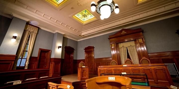 なぜ裁判官は「壇上」にいるのか? 裁判所の建築でたどる激動の近現代史