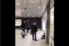 女性が幼児を「蹴り倒す」動画にコメント殺到 「児童虐待」を目撃したら何をすべき?