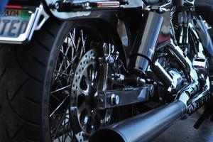 駐輪場のバイクが動かされて「びしょ濡れ」 管理者に「責任とって」といえる?