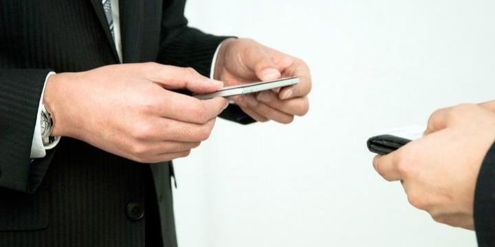 仕事で手に入れた「名刺」は誰のもの? 転職した会社で利用していいのか