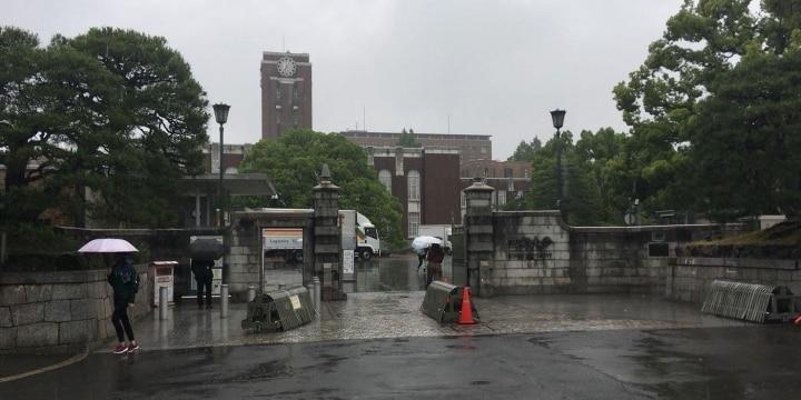 京大で学生と警官がトラブル 「捜査のため」でも大学に勝手に入ったらダメなのか?