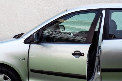 「車にしがみついた男」振り落とし殺人容疑で逮捕 「正当防衛」にならないの?
