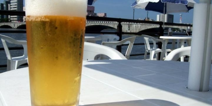 会社の食堂で「ノンアルコールビール」 昼休みに飲んだだけでクビになる?