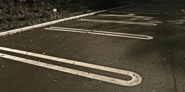 コンビニに「無断駐車」したら「金払え」と要求されたーー支払う必要はあるか?