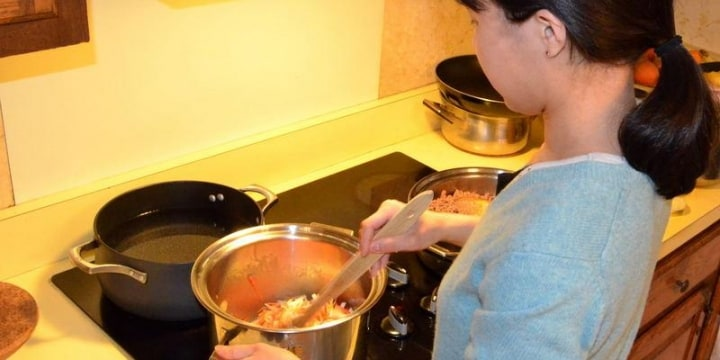 妻の作った「手料理」食べずにゴミ箱に捨てる夫・・・「精神的DV」ではないか?