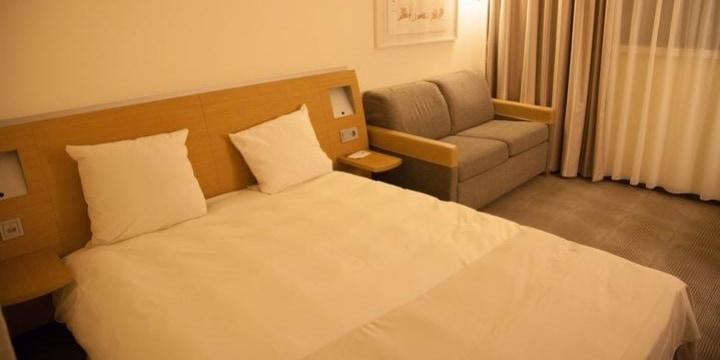 ビジネスホテルの「1人部屋」を「ラブホ」代わりに――カップルが使うのは違法?