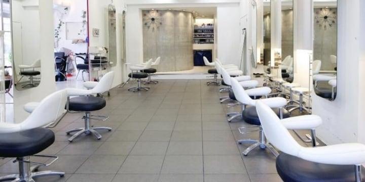 安倍首相の「美容室でカット」は違法?「男の散髪」をめぐる奇妙なルール