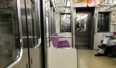 通勤電車で「痴漢」した男を捕まえた!示談を求められた被害者はどう対応するべきか?